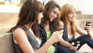 Gençler cep telefonunu