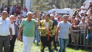 Başkan Mandalı Kunduz Güreşlerine Katıldı