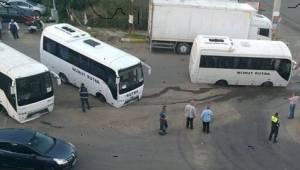 Tekirdağ'da Yol Çöktü Otobüsler Yola Gömüldü
