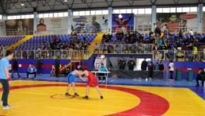 Çerkezköy Güreşçileri Tekirdağ'da Büyük Başarı Sağladı