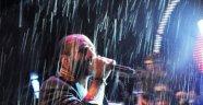 Gripin Hayranları Yağmur Dinlemedi