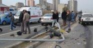 İki Otomobil Çarpıştı Sinyalizasyon Direği Yıkıldı