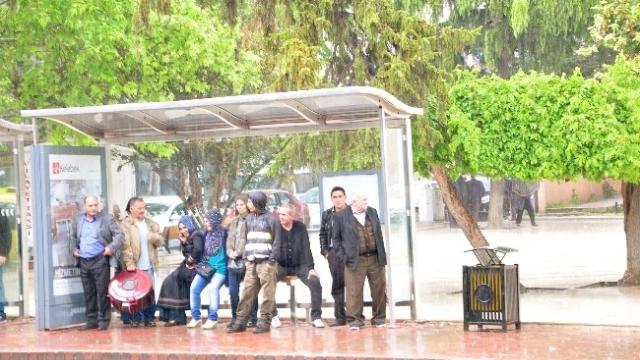 Tekirdağ'da beklenmeyen yağmur vatandaşları mağdur etti